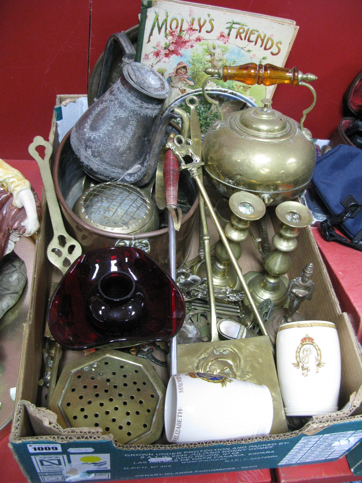 Lot 1009 - Oval Copper Pan, brass chestnut roasters, candlesticks, kettle, horse brasses, cabinet plates, mugs,
