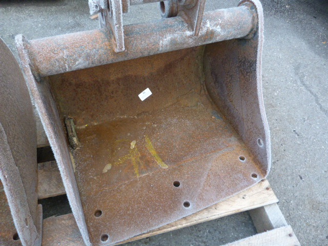 Lot 16 - *Mini Digger Bucket