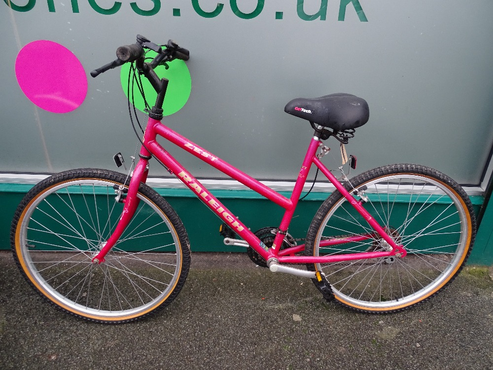 Lot 4 - Raleigh Zest fifteen speed bike with Geltec saddle