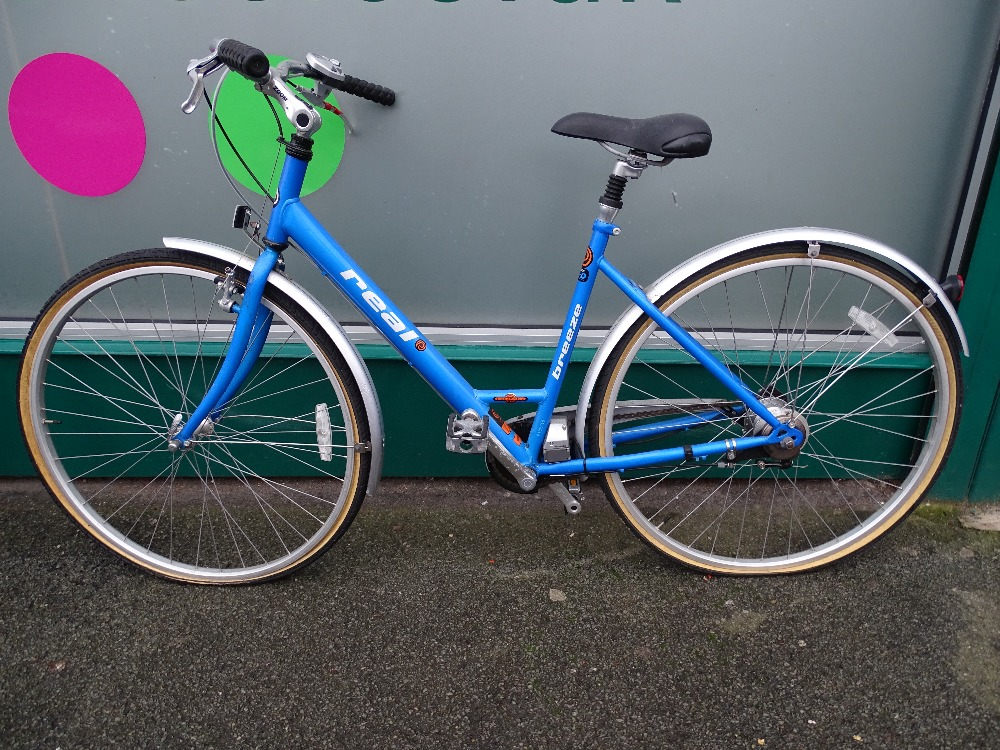 Lot 6 - Halfords Real Breeze automatic bike