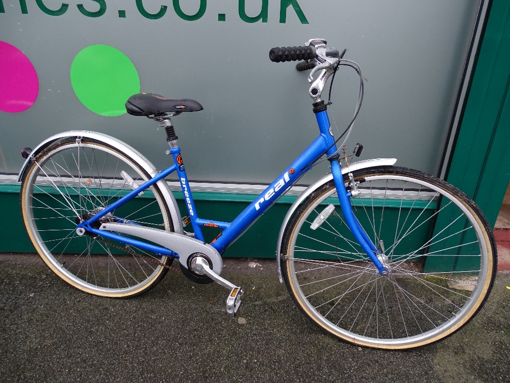 Lot 5 - Halfords Real Breeze automatic bike