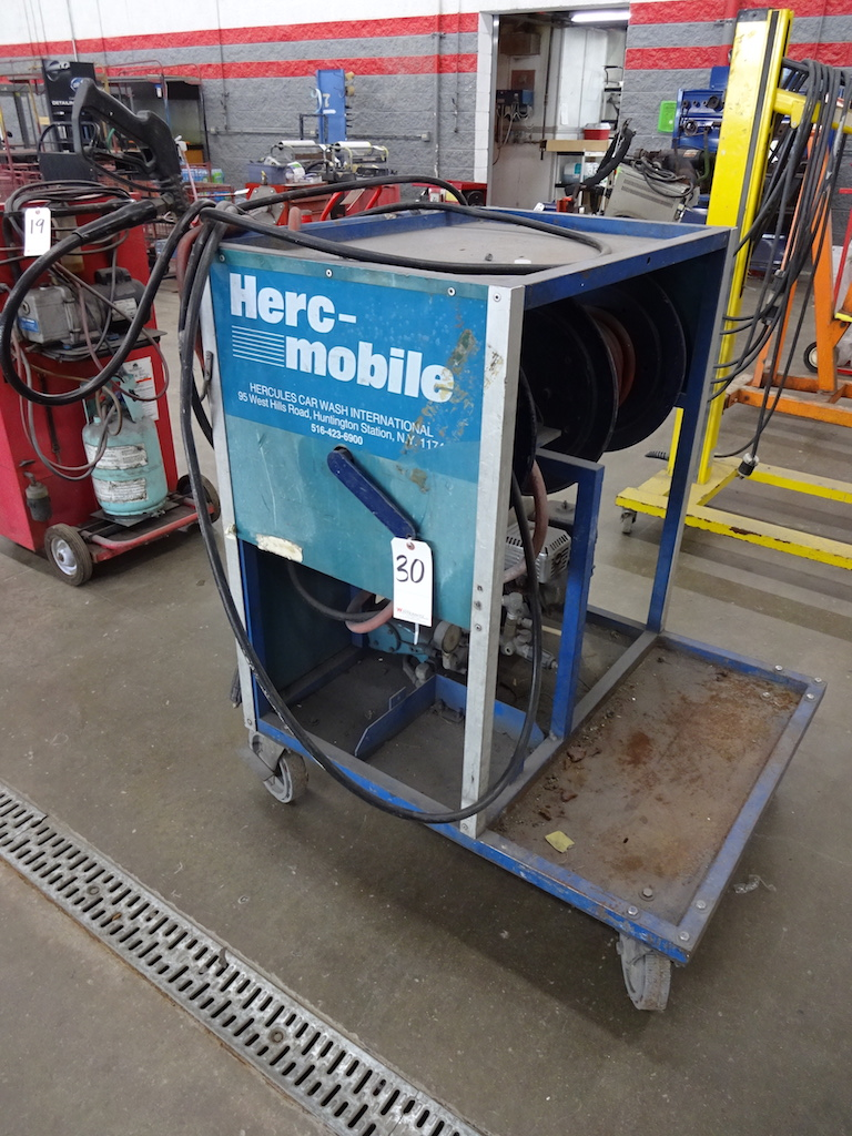 Lot 30 - HERC-MOBILE 5HP PRESSURE WASHER