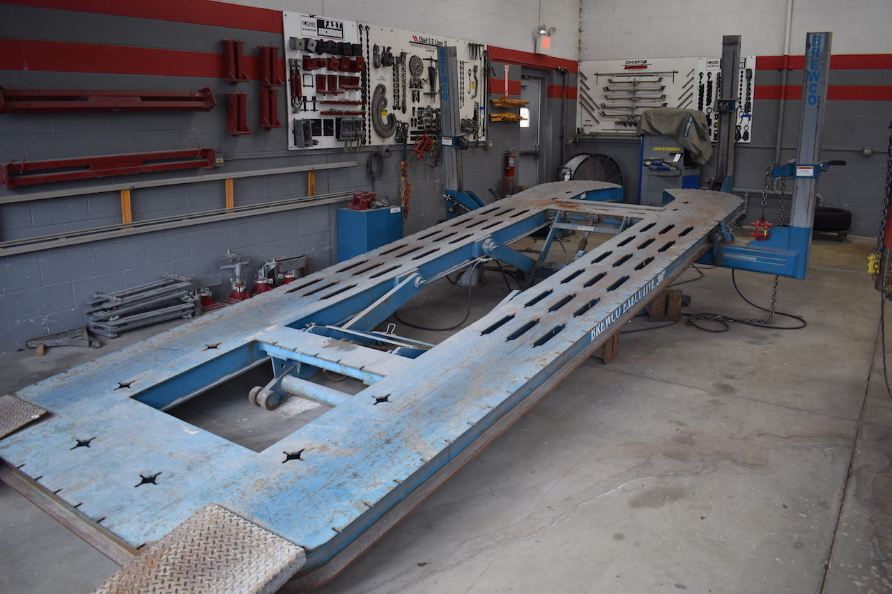 Lot 6 - BREWCO EXECUTIVE 360 DEGREE FRAME STRAIGHTENER: S/N BRE00015