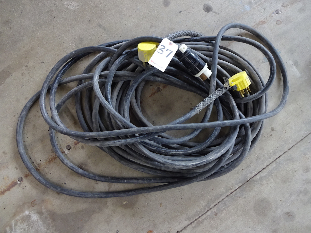 Lot 37 - LOT: ASSORTED HEADY DUTY ELECTRICAL CORDS