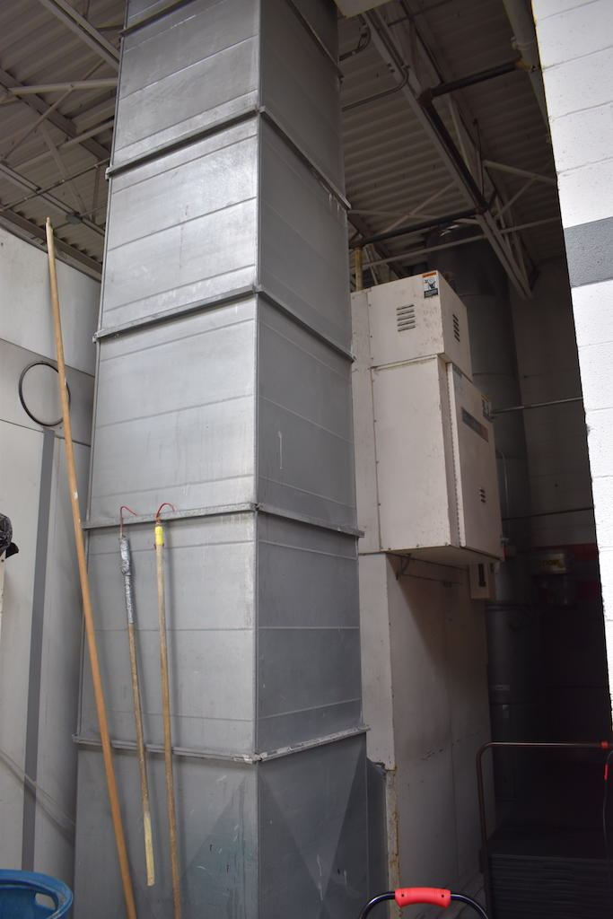 Lot 2 - DEVILBISS DOWNDRAFT HEATED DRIVE-IN SPRAY BOOTH: 13 FT. 5 IN. WIDE X 25 FT. LONG X 11 FT. H (APPROX)