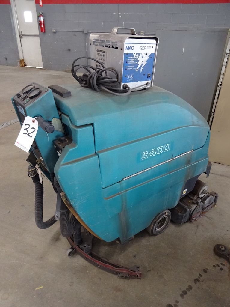 Lot 32 - MODEL 5400 FLOOR SCRUBBER W/ MAC SCR BATTERY CHARGER (MAY NEED REPAIR)