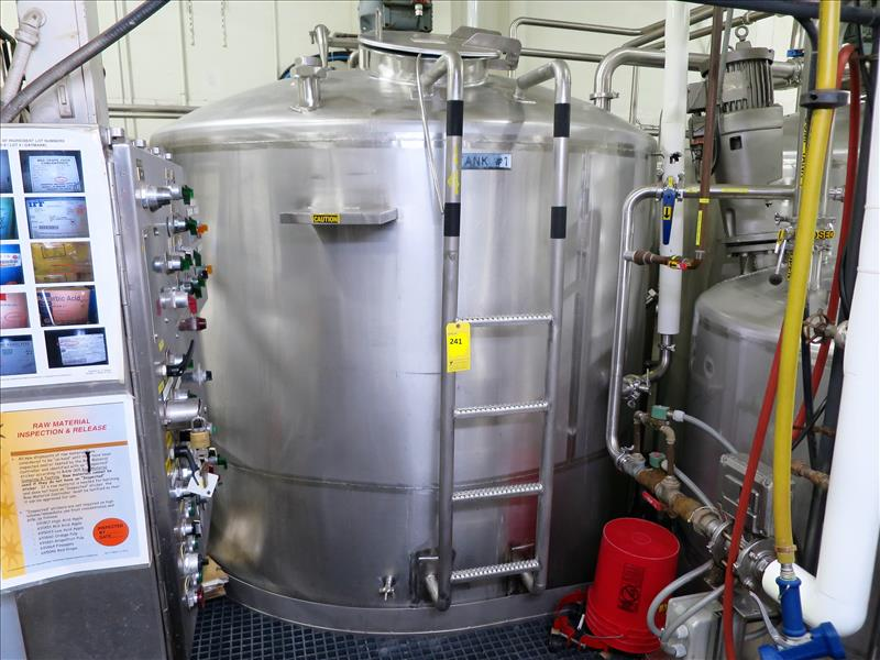 Lot 241 - approx. 3,603 gallon S/S closed-top vertical mix/blend tank, c/w: dished top & bottom, bottom
