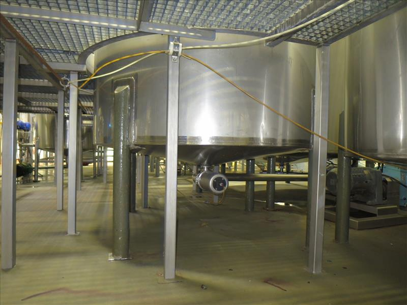 approx. 1,200 gallon S/S closed-top vertical mix/blend tank, c/w: dished top & bottom, bottom - Image 3 of 3