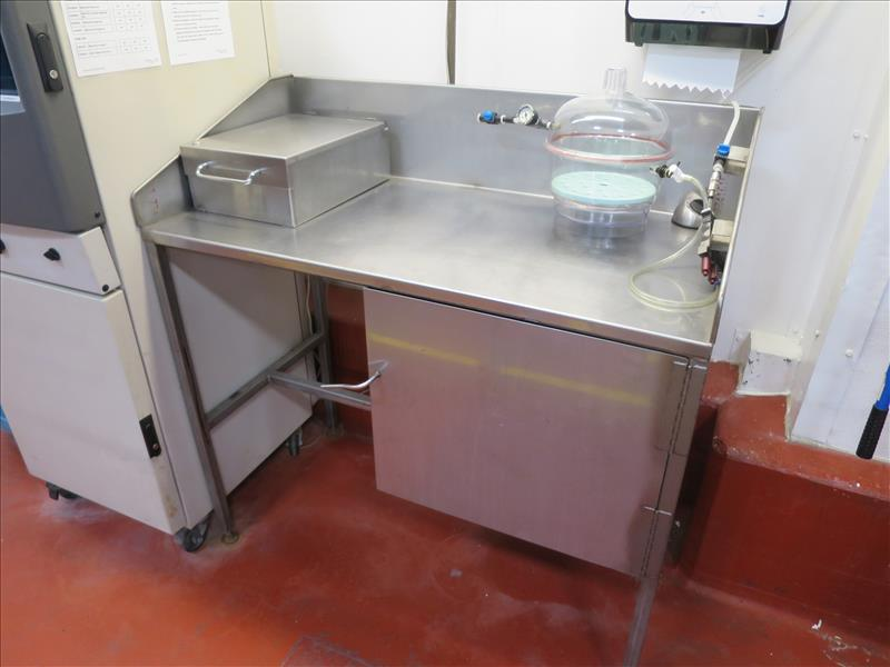Mettler Toledo weigh scale, model PG2002-S, max 2100g; min 0.5 g, with stainless table
