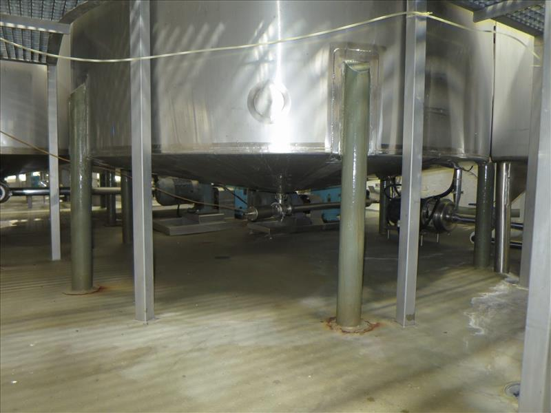 Lot 242 - approx. 3,603 gallon S/S closed-top vertical mix/blend tank, c/w: dished top & bottom, bottom