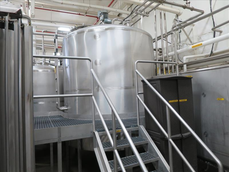 approx. 3,603 gallon S/S closed-top vertical mix/blend tank, c/w: dished top & bottom, bottom