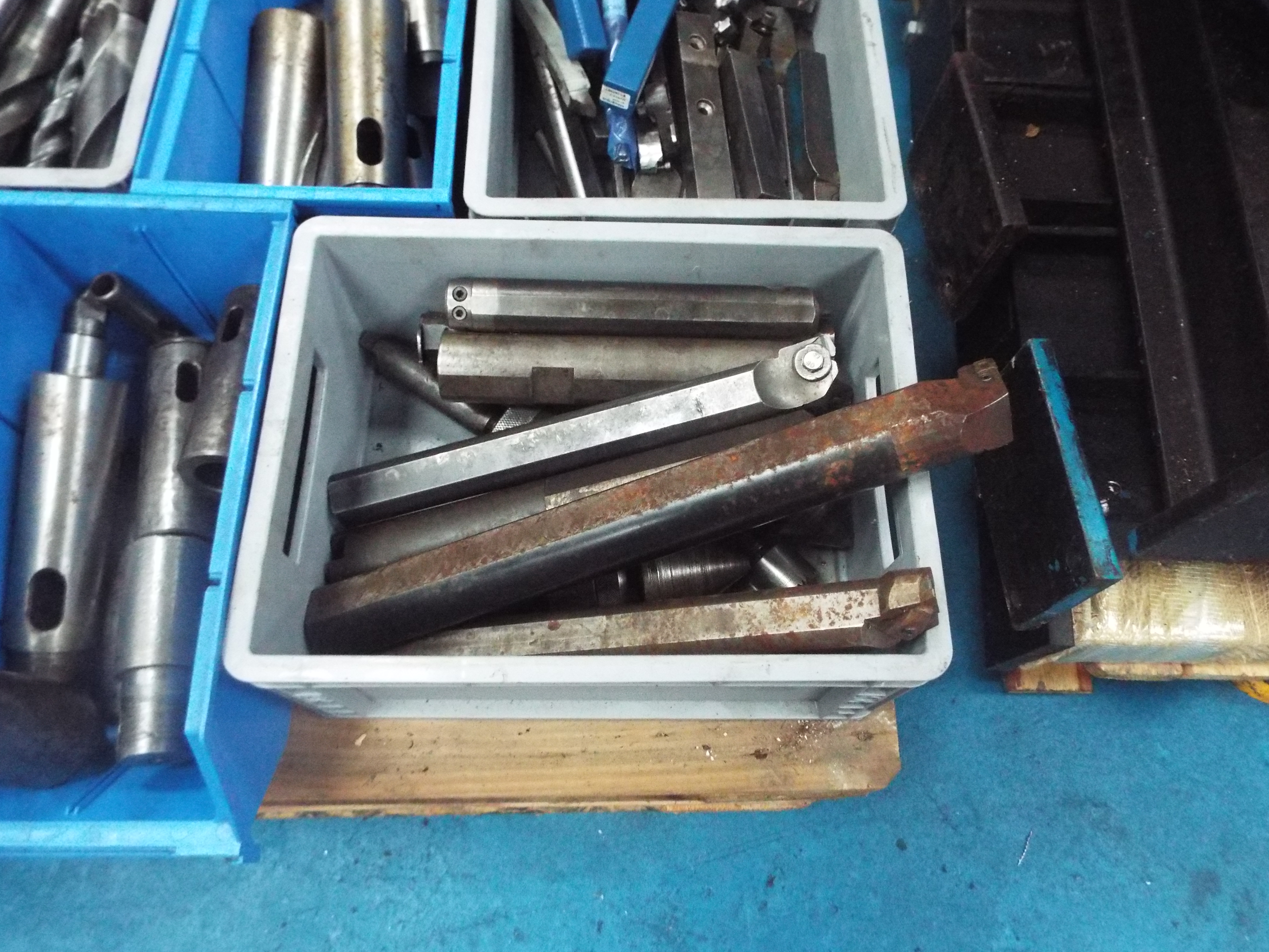 Lot 18 - Miscellaneous Tooling Serving Machine Tools From This Auction