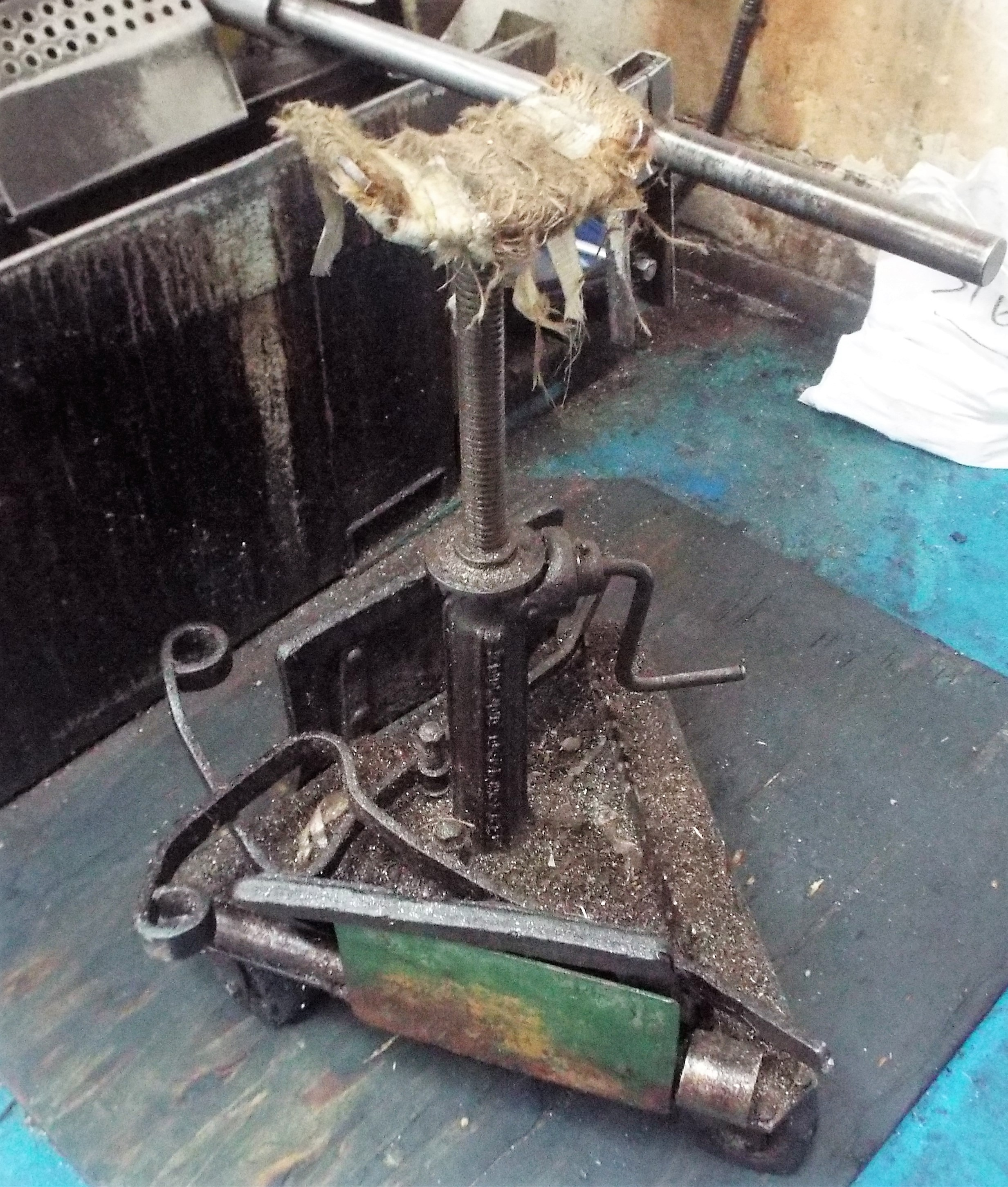 Lot 15 - Startrite Horizontal Bandsaw cw Outfeed Conveyor & Height Adjustable Infeed Support Stand
