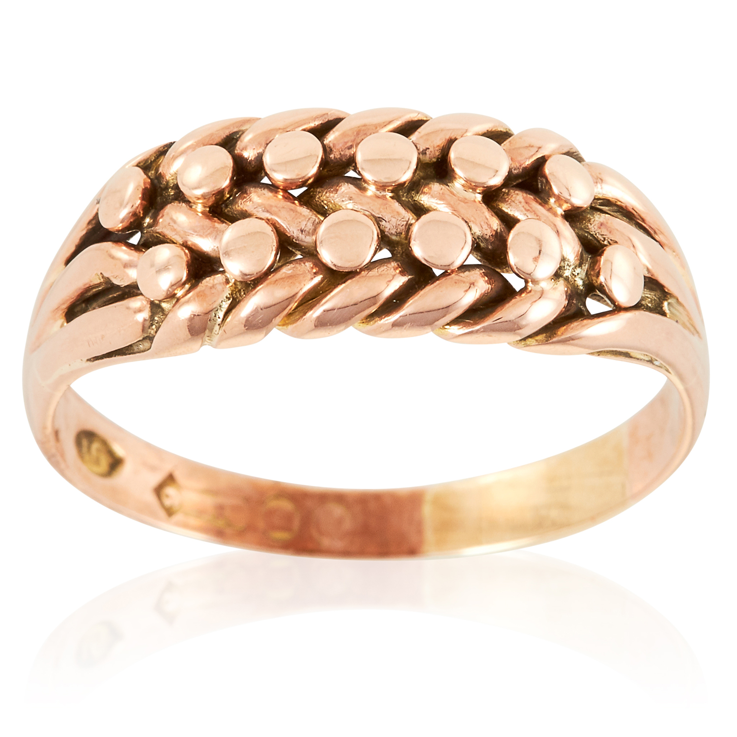A GOLD KEEPER RING in yellow gold, in intertwined rope design, marked indistinctly, size Q / 8, 3.