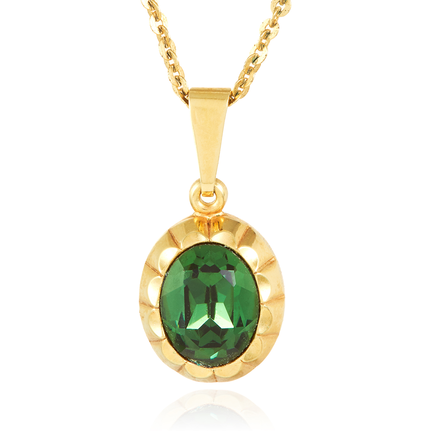 A GREENSTONE PENDANT in yellow gold, set with an oval cut green stone, 2.5cm, 3.5g.