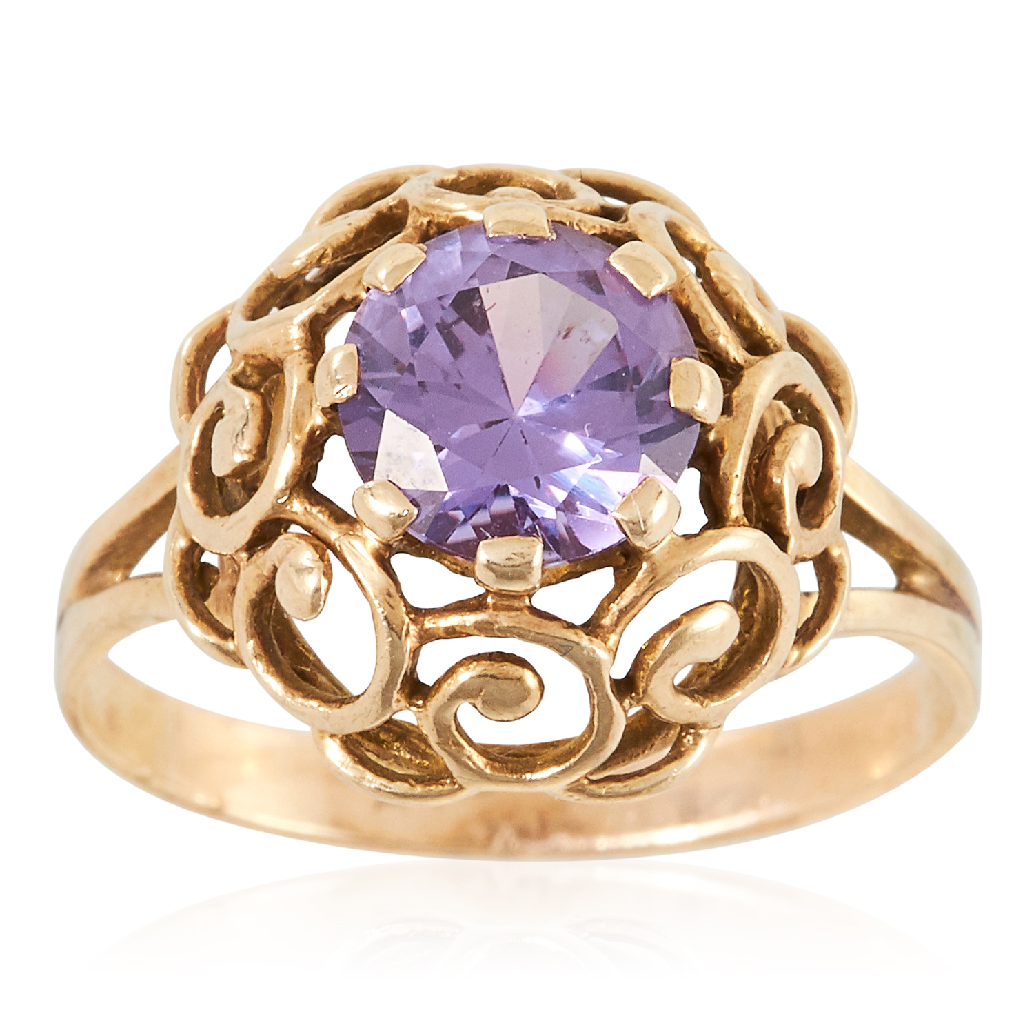 A GEM SET RING in yellow gold, set with a round cut colour change synthetic sapphire, unmarked, size