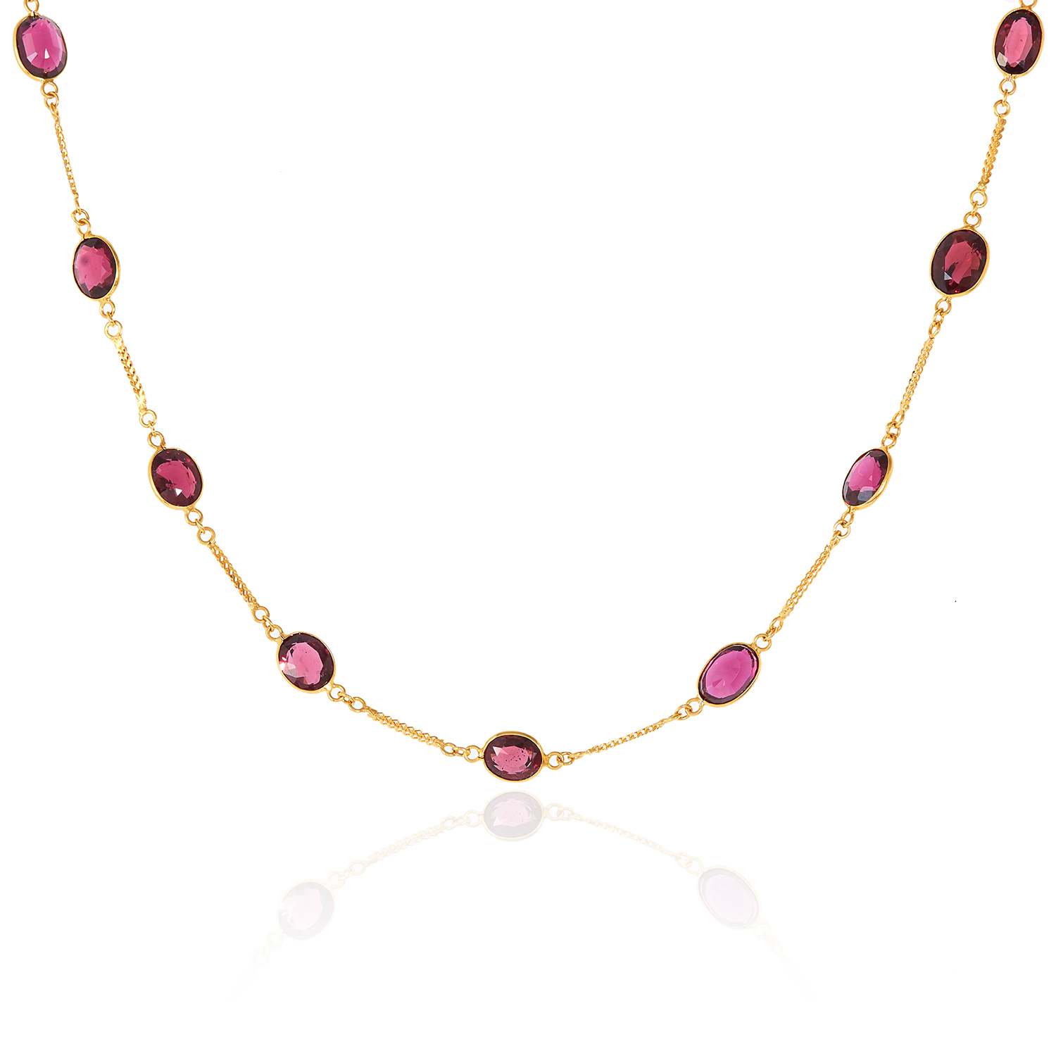 A GARNET NECKLACE in 14ct yellow gold, comprising of a single row of twenty-two oval cut garnets,