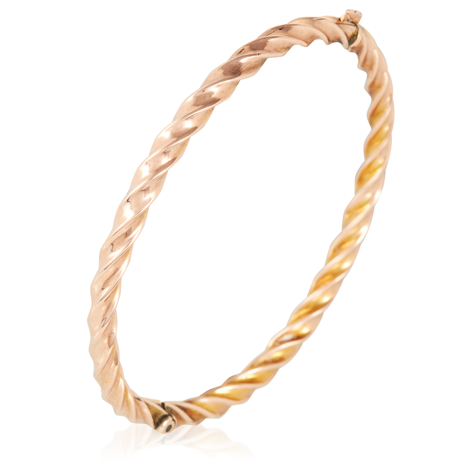 A GOLD BANGLE in yellow gold, in twisted gold motif, unmarked, 5.5cm inner diameter, 5.5g.