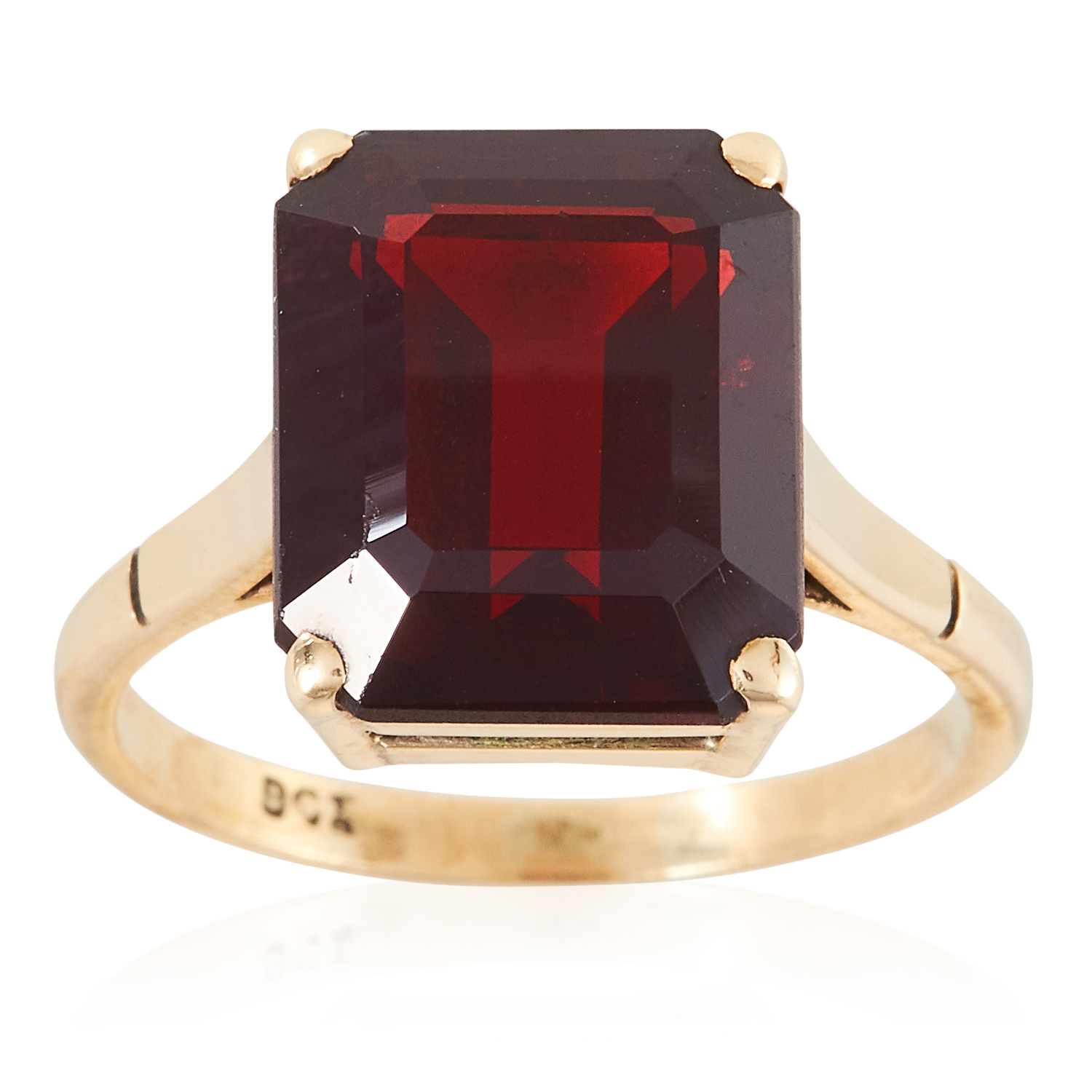 A GARNET DRESS RING in yellow gold, comprising of an emerald cut garnet, stamped 9CT, size L / 6,