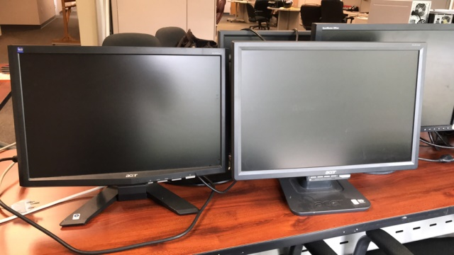 Computer Monitors - Image 2 of 4