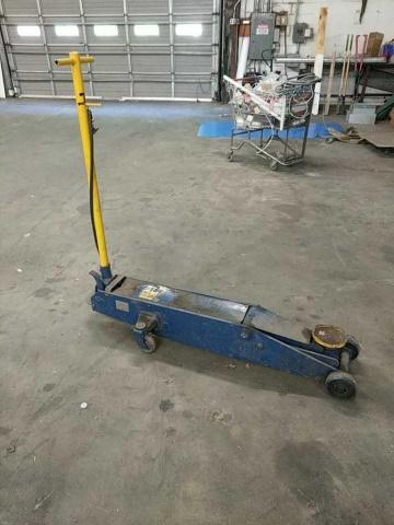 NAPA 10 ton Hydraulic Floor Jack