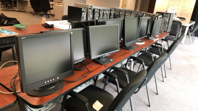 Computer Monitors - Image 4 of 4