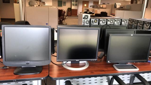 Computer Monitors - Image 3 of 4