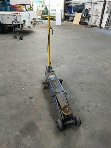 NAPA 10 ton Hydraulic Floor Jack - Image 2 of 3