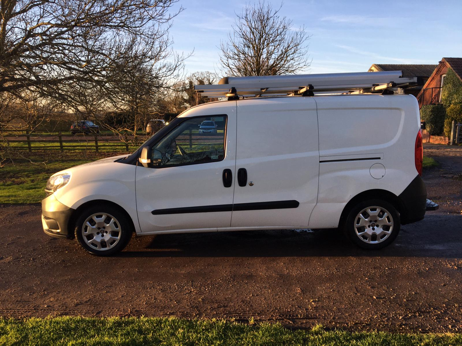 2015/65 REG FIAT DOBLO 16V MULTIJET 1.6 DIESEL WHITE PANEL VAN, SHOWING 0 FORMER KEEPERS *PLUS VAT* - Image 4 of 10