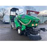 2013/13 REG TENNANT 424HD GREEN MACHINE SWEEPER, KUBOTA ENGINE, ALL EXTRAS FROM FACTORY, 644 HOURS