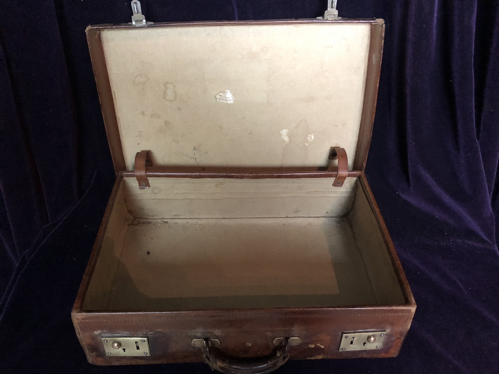 Lot 58 - Leather Travelling case