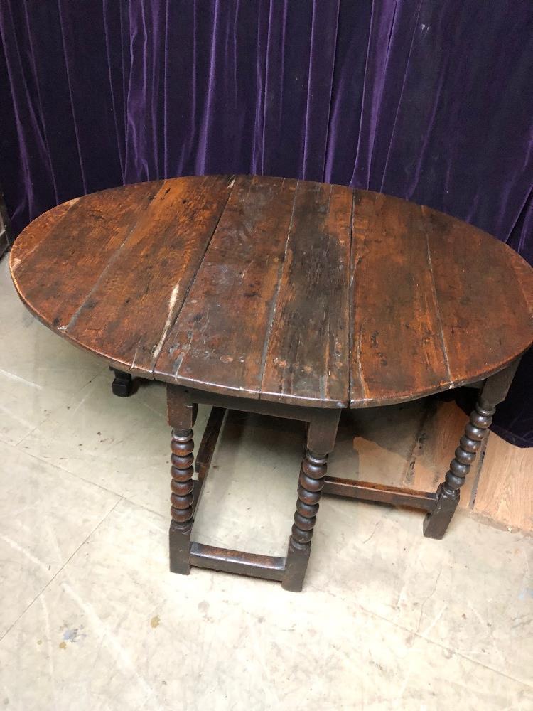 Lot 8 - Gateleg table