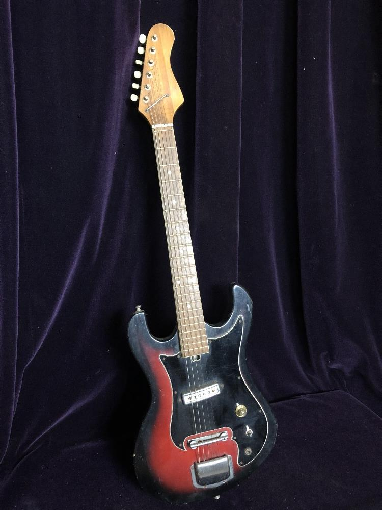 3/4 electric guitar