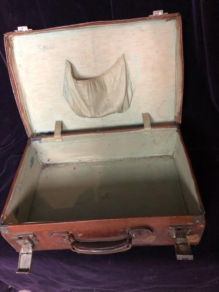 Lot 57 - Small leather Travelling case