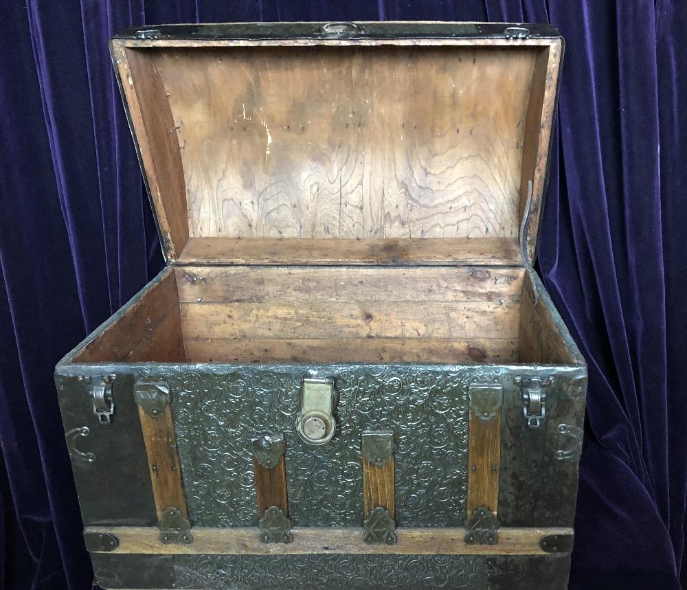 Lot 59 - Coach trunk