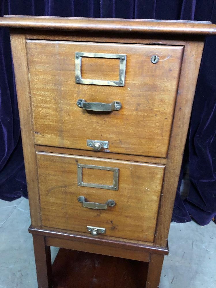 Lot 9 - Filing cabinet