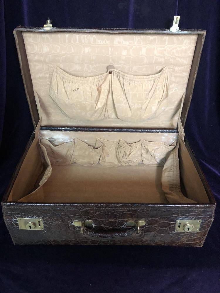 Travelling case - Image 2 of 3