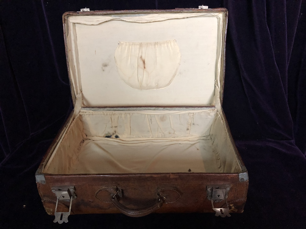 Small leather Travelling case - Image 2 of 5