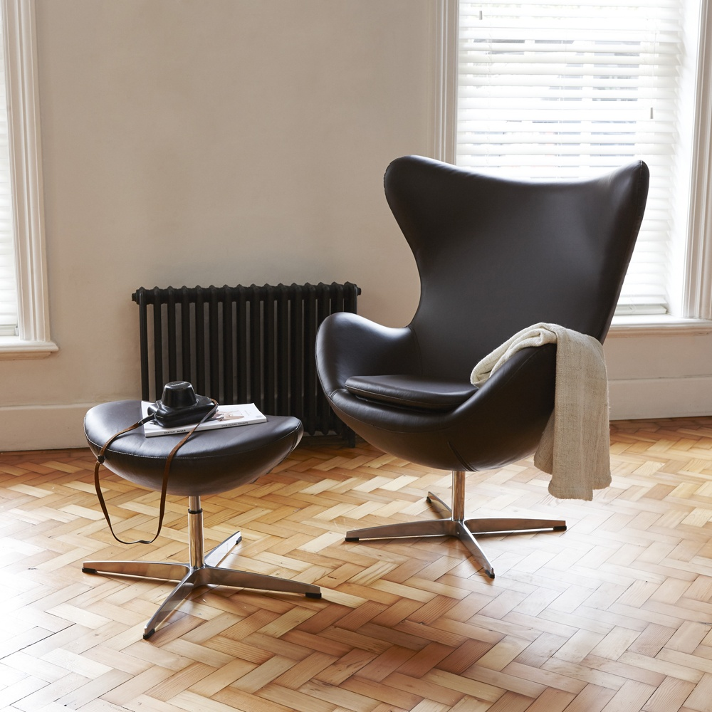 leather egg inspired chair free ottoman arne jacobsen designed the original egg chair for the l. Black Bedroom Furniture Sets. Home Design Ideas