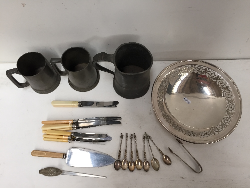 Lot 3 - Three 19th/20th century pewter tankards and a small quantity of silver plated items including six