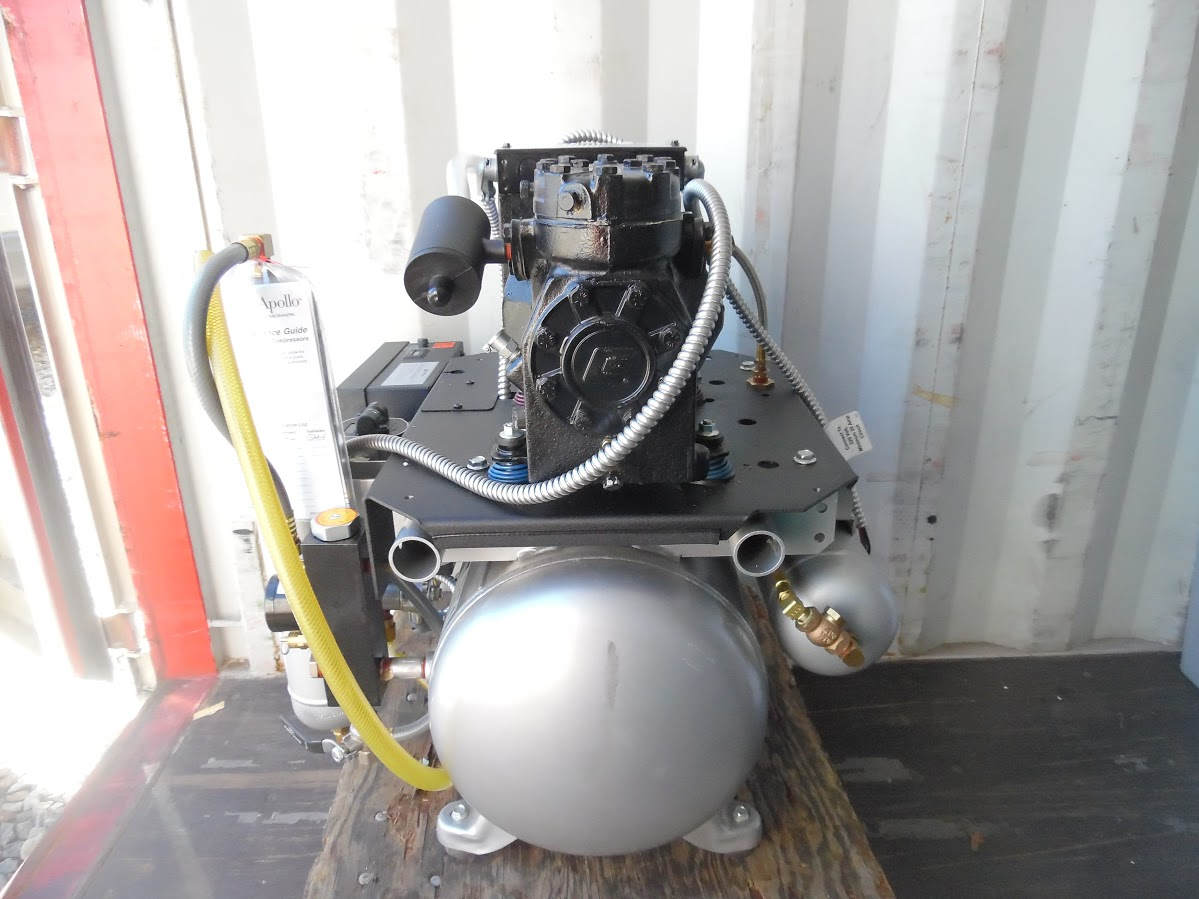 Lot 39 - Midmark Classic Series Dental Air compressor. 208/230V single phase, 7.2 Amps, 1 HP, Only 27.6 Hours