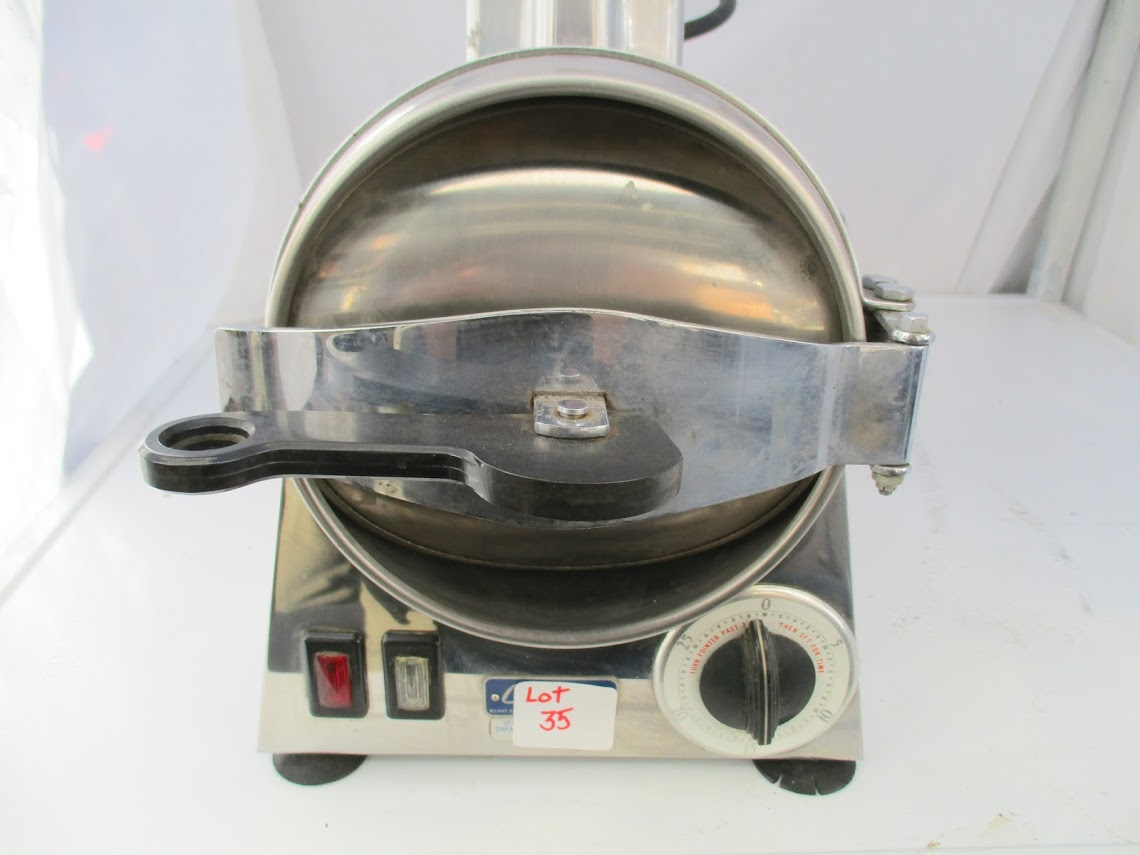 Lot 35 - Castle Model 777 Autoclave Sterilizer.110V 10 amps.
