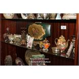 SHELF OF MIXED DECORATIVE ITEMS INCLUDING GLASS AND PORCELAIN WARES