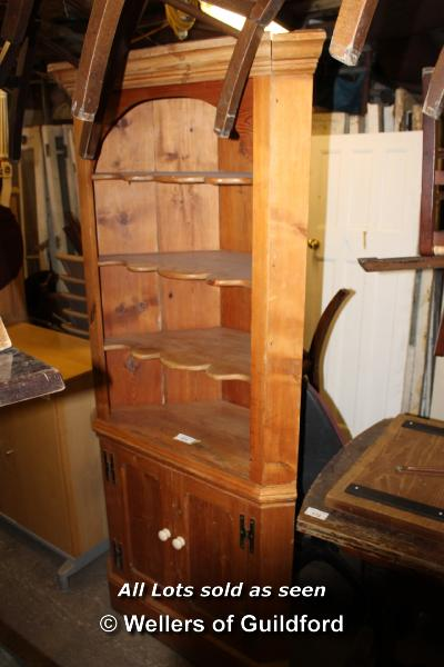Lot 171 - LARGE PINE CORNER CABINET, THREE SHELVES OVER A DOUBLE CUPBOARD, 900 X 470 X 2020