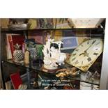 SHELF OF MIXED DECORATIVE ITEMS INCLUDING PINEAPPLE BOOK ENDS, BOOKS AND CLOCK FACE
