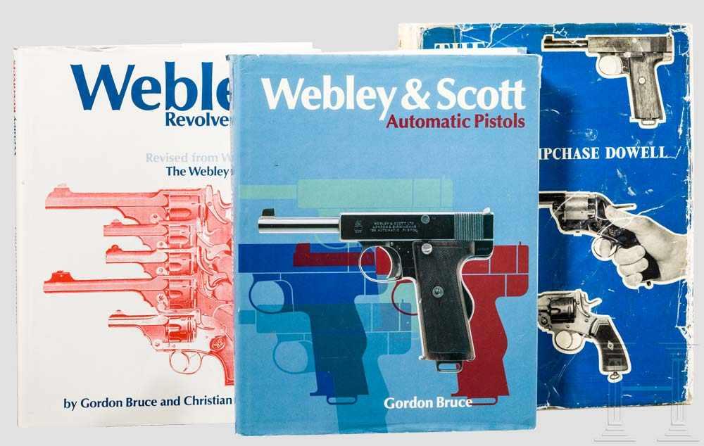 "Lot 22 - Drei Bücher: Webley Kurzwaffen 1 x Dowell, ""The Webley Story"" von 1962, über 337 teils bebilderte"
