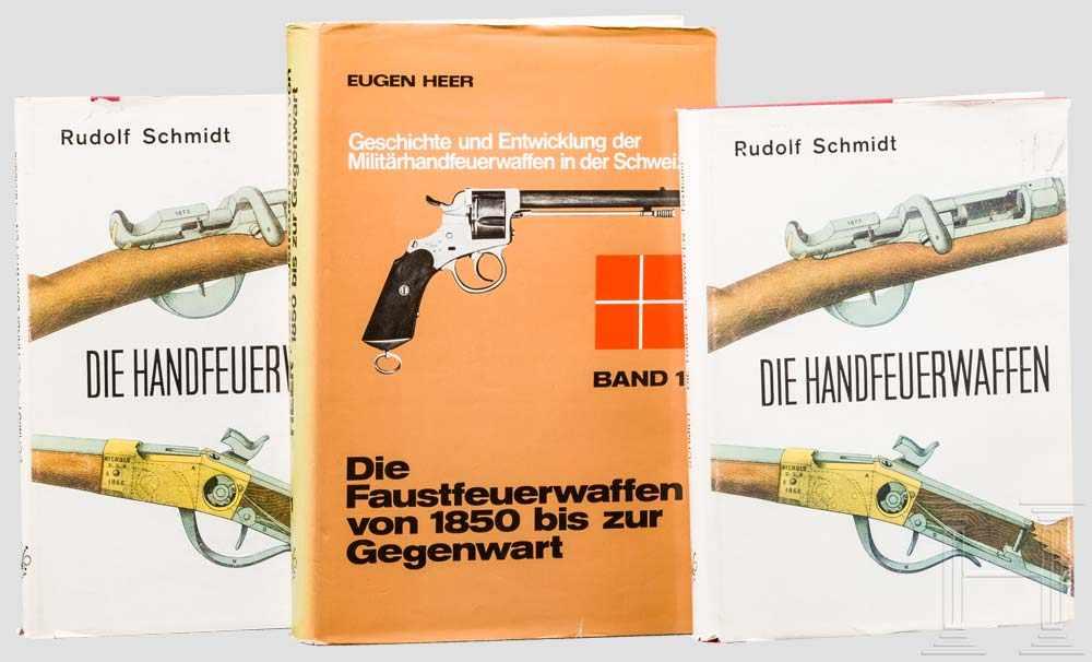 """Lot 24 - Drei Bücher: R. Schmidt und E. Heer 1 x Rudolf Schmitt, """"Die Handfeuerwaffen"""", von 1968, mit über"""