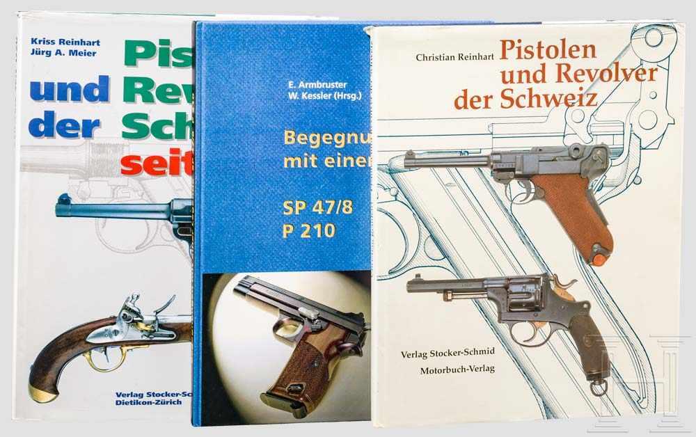 """Lot 20 - Drei Bücher: Kurzwaffen Schweiz 1 x Ch. Reinhart, """"Pistolen und Revolver der Schweiz"""" von 1988, über"""