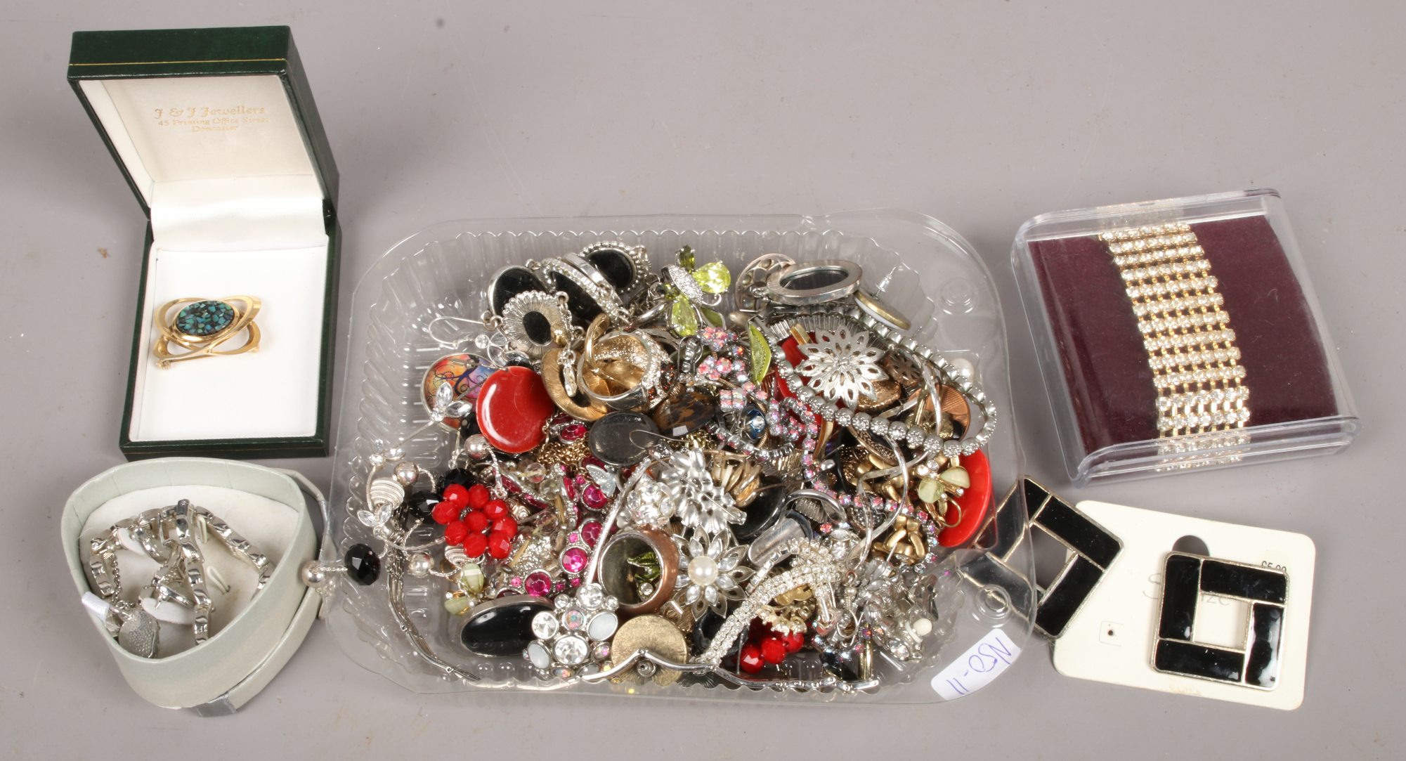 Lot 52 - A quantity of costume jewellery including earrings, bracelets, brooches etc.