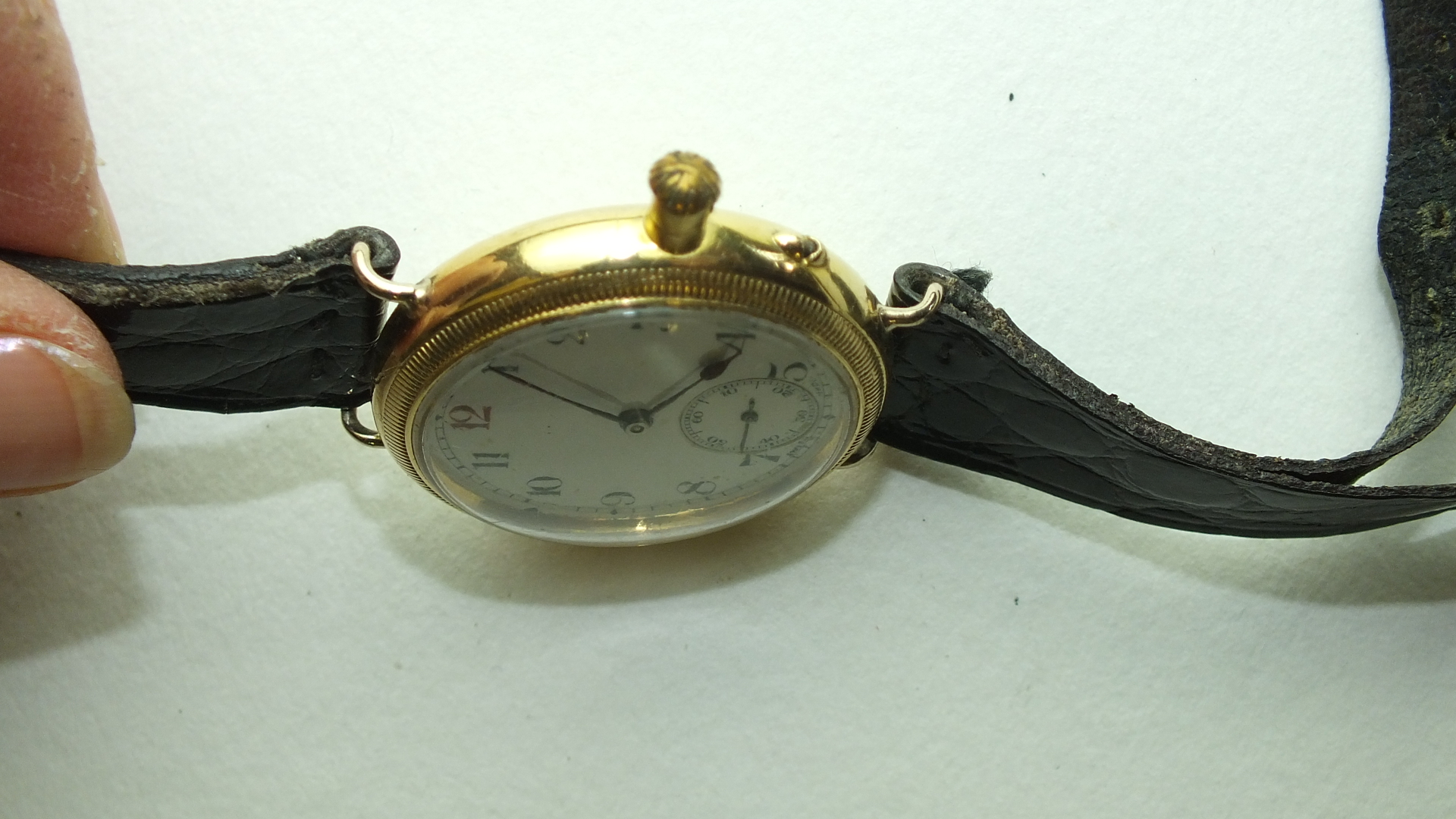 Lot 275 - Longines, a gentleman's 18ct-gold-cased French watch, the white enamel dial with Arabic numerals and